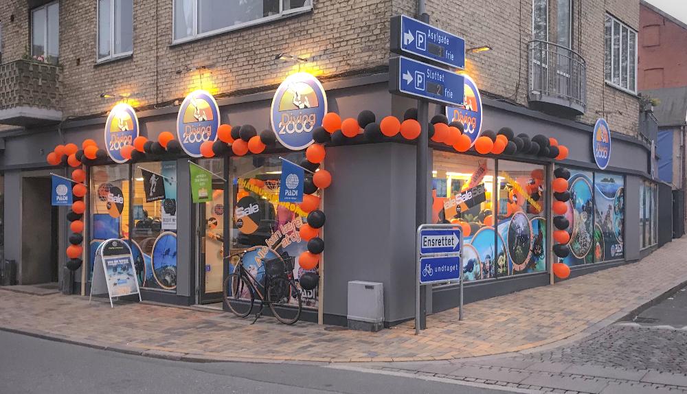 Diving 2000 butikken set fra gaden